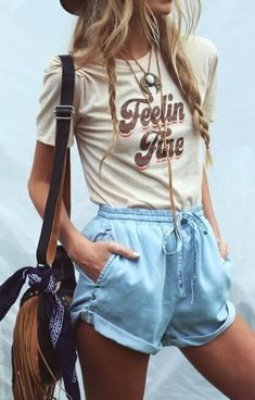 Casual And Cute Summer Outfits. If you are searching for a casual summer outfit that is super-hot this season then take a Fashion Mode, 70s Fashion, Look Fashion, Fashion Clothes, Fashion Vintage, Fashion Black, Trendy Fashion, Fashion Dresses, Fashion Boots