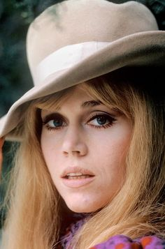 Jane Fonda in France, Bridget Fonda, Golden Age Of Hollywood, Classic Hollywood, Jane Fonda Barbarella, Rachel Welch, Linda Carter, Film Pictures, Actrices Sexy, Henry Fonda