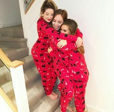 Zoe, Tanya and Naomi Best Friend Outfits, Best Friend Pictures, Best Friend Photography, Learn Photography, Fotos Goals, Bffs, Bestfriends, Zoella, Girl Online