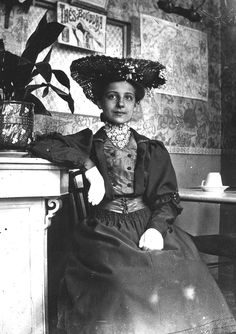 Victorian Women in America | Vintage Ephemera: 1905 Photograph, woman seated in Paris eatery