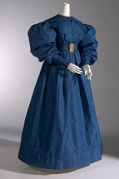 Carriage dress c1830. silk (Gros de Naples), cotton lace, metal (a) 153.0 cm (centre back); 34.0 cm (waist, flat); 87.5 cm (sleeve length) (dress); (b) 49.5 x 28.5 cm (collar); (c) 77.7 x 9.0 cm (belt) The Schofield Collection. Purchased with the assistance of a special grant from the Government of Victoria, 1974 (National Gallery of Victoria, Melbourne)