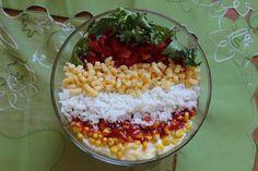 Przepisy Kulinarne: Sałatka warstwowa gyros z ryżem i mielonym żółtym serem.