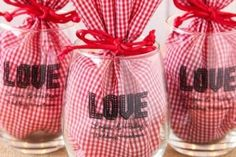 Creative Gift Wrapping, Creative Gifts, Valentine Decorations, Valentine Crafts, Wine Glass Favors, Wine Bottles, Wine Wedding Favors, Wedding Glasses, Diy Holiday Gifts