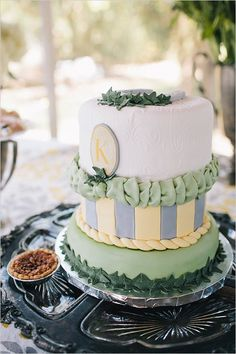 a-day-at-the-races-derby-bridal-shower-cake