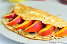 Jednoduchá omeletová placka nasladko – bez múky a cukru, naplnená ovocím. Ingrediencie (na 1 porciu): 2 vajcia 3 PL mlieka banán broskyňa voliteľné: – chia semienka – ľanové semienka – hrozienka, orechy – proteínový prášok – arašidové maslo – javorový sirup – škoricaTie najlepšie recepty aj s nutričnými hodnotami nájdete v knihách Fit Recepty a […]