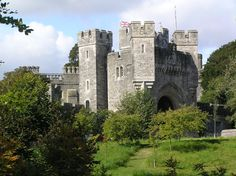 Arundel Castle Gatehouse Beautiful Castles, Beautiful Places, Medieval Castles In Europe, Arundel Castle, William The Conqueror, Scottish Castles, The Beautiful Country, Tower Bridge, 16th Century