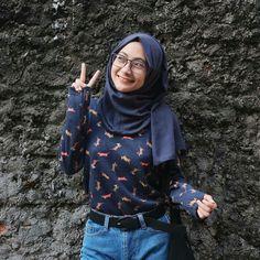 Ootd Hijab, Hijab Outfit, Hijab Fashion, Fashion Outfits, Womens Fashion, Fake Photo, Muslim Women, Costume Design, Turtle Neck