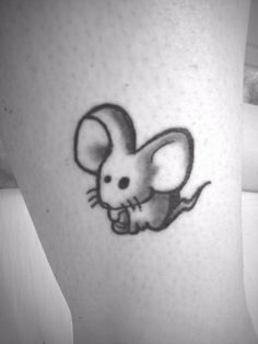 Cute mouse tattoos and Modest mouse tattoos are fun and adorable. Body Art Tattoos, New Tattoos, Tattoos For Guys, Cool Tattoos, Cute Little Tattoos, Pretty Tattoos, Modest Mouse Tattoo, Squirrel Tattoo, Rat Tattoo