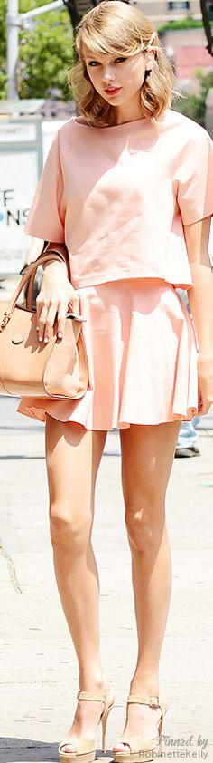 Taylor Swift / Street Style