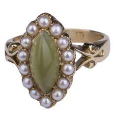 Gouden ring met parel en jade.