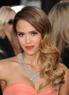 Golden Globes 2013: Jessica Alba's romantic waves were the top beauty trend on the red carpet