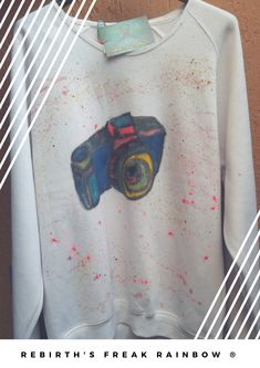 Camera sweatshirt 📸 #igersitalia #instagramers #instafollow #instalike #instagood #picoftheday #fashion #fashionmood #fashionista #fashionblogger #bianco #white #macchinafotografica #camera #madeinitaly #sweatshirts #sweatshirt #handmade #handpainting #unisex #handicraft #handpainted #pic #pics #fotografia #fotografo #fotografía #fotografias
