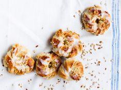 Mantelihyrrät / Almond buns / Kotiliesi.fi / Kuva/Photo: Riikka Hurri/Otavamedia