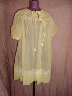 Vintage Sheer Yellow Short Bathrobe Robe with Lace 40 in Bust 66 in Hip 1960's