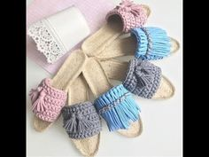 This Pin was discovered by Tra Crochet Sandals, Crochet Shoes, Crochet Purses, Love Crochet, Crochet Gifts, Crochet Clothes, Knit Crochet, Crochet Summer, Knitted Slippers
