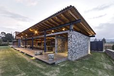 VR House converses with the outdoors offering a feeling of relaxation to its inhabitants. It was built from local materials and it boasts rustic elements.