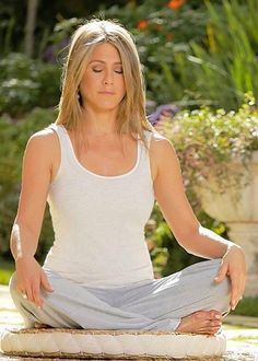 Share, rate and discuss pictures of Jennifer Aniston's feet on wikiFeet - the most comprehensive celebrity feet database to ever have existed. Jennifer Aniston Style, Jennifer Aniston Pictures, Nancy Dow, Jeniffer Aniston, John Aniston, Hollywood, Celebrity Feet, American Actress, Actresses