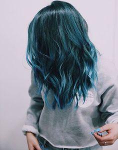 Resultado de imagen para pelo azul oscuro tumblr