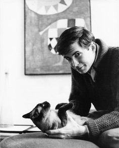 Anthony Perkins et son chat.
