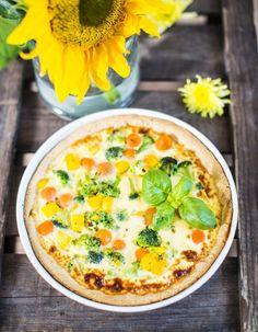 Helppoon kasvispiirakkaan sopivat kaikki kauden kasvikset. All the seasons vegetables are delicious in this easy made pie.   Unelmien Talo&Koti Kuva: Hanne Manelius Ohje: Niina Rauhala