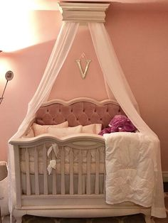 Cleopatra Convertible crib in Solid White with Pink Tufted Headboard. Baby Girl Crib Bedding, Nursery Crib, Baby Cribs, Girl Nursery, Girl Room, Headboard With Shelves, Headboard Decor, Bookcase Headboard, Tufted Crib