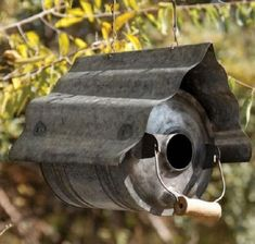 Ten Amazing Bird Houses All Made From Upcycling and Recycling Eclectic Birdhouses, Small Garden Birds, Carpenter Bee Trap, Bee Traps, Old Wicker, Metal Watering Can, Corrugated Tin, Garden Basket, Diy Bird Feeder