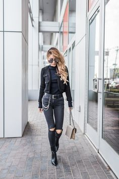 Nailing the all black outfit // notjessfashion.com