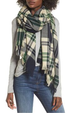 3 Easy Ways to Tie a Blanket Scarf In case you haven't heard, the bla. Blanket Scarf, Wool Scarf, Plaid Scarf, Wool Blanket, Ways To Wear A Scarf, How To Wear Scarves, Make Peace, Outfits Otoño, Oversized Scarf
