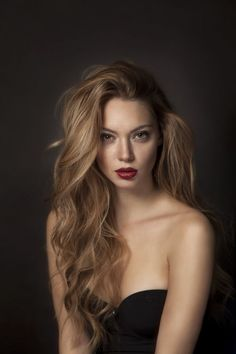 Balayage Blonde Ends - 20 Fabulous Brown Hair with Blonde Highlights Looks to Love - The Trending Hairstyle Brown Blonde Hair, Dark Hair, Golden Blonde, Silvester Make Up, Dark Beauty Magazine, Trending Hairstyles, Afro Hairstyles, Brown Hair Colors, Hair Colour