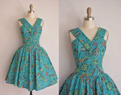 vintage 1950s inspired dress / V cut cotton print dress / 50s inspired full skirt