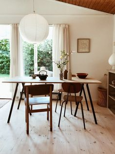 A Danish Summer Cabin Near The Sea – THE STYLE FILES Summer Cabins, Le Havre, Scandinavian Home, Decorating Small Spaces, Sofa Covers, Danish Design, Dining Chairs, House Design, Cabin Design