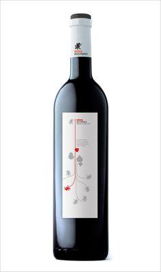 Etiquetas Bodegas Los Frailes  Diseño gráfico de las etiquetas para toda la variedad de vinos de Bodegas los Frailes. Para Bodegas los Frailes se ha realizado además todo el diseño de imagen corporativa, packaging y su página web. http://www.g2disseny.com/