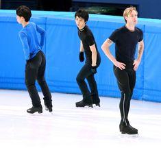 〈2月5日〉 練習する(左から)町田樹、羽生結弦、エフゲニー・プルシェンコ=川村直子撮影