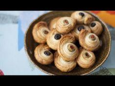 Oliven in Blätterteig - schnelles warmes Fingerfood mit fertigem Blätterteig. Ist total einfach zu machen und perfekt fürs Buffet oder zum Knabbern mit einem Glas Wein. Das Rezept zum Video gibts auf Allrecipes Deutschland http://de.allrecipes.com/rezept/5233/bl-tterteigteilchen-mit-oliven.aspx