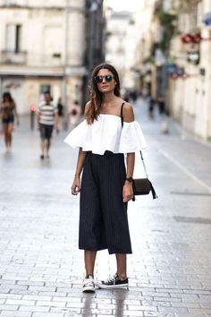 cc9667870e Pantaloni Culotte  outfit da copiare - Top spalle scoperte e culotte Look  Com Tenis Branco