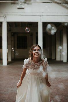 Stardust, la collezione 2018 di Nadia Manzato #weddingdress Bridal Collection, Vintage Fashion, Vintage Style, Vintage Inspired, Flower Girl Dresses, Boho, Wedding Dresses, Photography, Inspiration