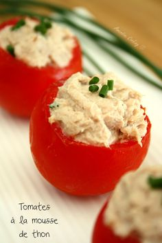 Tomates grappes farcies a la mousse de thon+ Light And Easy Meals, Tomate Cocktail, Tomate Grappe, Healthy Dinner Recipes, Cooking Recipes, Salty Foods, Coffee Break, Finger Foods, Tapas