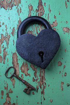 Heart Art - Heart Lock and Key by Garry Gay I Love Heart, Key To My Heart, Happy Heart, Antique Keys, Vintage Keys, Under Lock And Key, Old Keys, Kanazawa, Heart Images