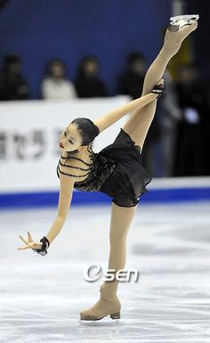 Mao's attention to detail is always amazing, in her positions on the ice and in her dresses!