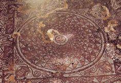 Lucera, San Giusto: Chiesa paleocristiana, mosaico a tessere