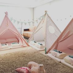 Party is ready but is your last minute gifts ready too? Buy these AWESOM Sleepover Birthday Parties, Pajama Party, 14th Birthday, Girl Birthday, Fun Sleepover Ideas, Teepee Party, Unicorn Party, Party Themes, Party Ideas