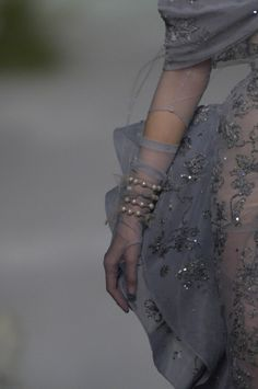 Style Couture, Dior Haute Couture, Couture Details, Fashion Details, Couture Fashion, Runway Fashion, Womens Fashion, Fashion Design, Grey Fashion