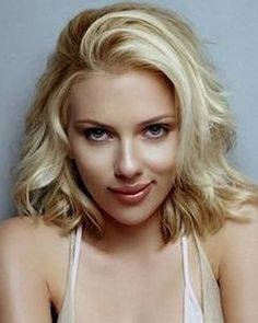 Scarlet johanson - first of all, she\'s GORGEOUS and second of all, I want her hair.