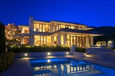 Image from http://www.soprovich.com/i-b1a905b2/real-estate/1607_50582.luxury.default.jpg.
