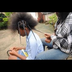 African threading stretches natural hair like no other! Better than braids & twists. Traditionally, silky thread is used, but I use yarn. Makes my hair look like a blowout. African Threading, Hair Threading, Ethnic Hairstyles, Afro Hairstyles, Black Hairstyles, Haircuts, Natural Hair Care Tips, Natural Hair Styles, Coily Hair