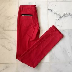 💝 Red skinny jeans perfect for making a bold statement. Zipped pockets in the back. Flawed by the ankle Jeans Skinny
