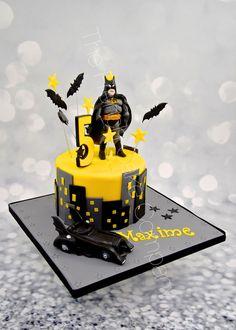 Gâteau d'Anniversaire original, thème Batman et la Batmobile Décors en 3D en pâte à sucre Cake Design Belgique