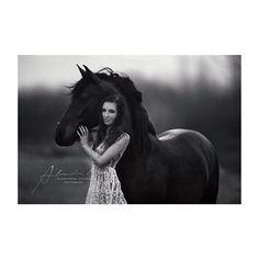 Sarah & Qhuinni ❣ #alexandraevangphotographie #instahorse #horsesofinstagram…