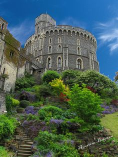 WINDSOR CASTLE / BUILT IN 1070 BY WILLIAM THE CONQUEROR / HOME TO MANY ROYAL FAMILIES OVER THE CENTURIES.