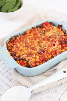 Mexican lasagna - with beans and corn - Tasty and Simple - Mexican recipes, we love them. This Mexican casserole was also very well received. A tasty vegetari - Veggie Recipes, Mexican Food Recipes, Healthy Recipes, Moussaka, Confort Food, I Want Food, Good Food, Yummy Food, Fish And Meat